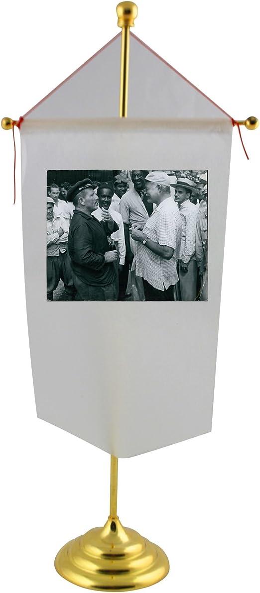 Spencer Tracy y Ernest Hemingway juntos en la bandera de mesa de juego de