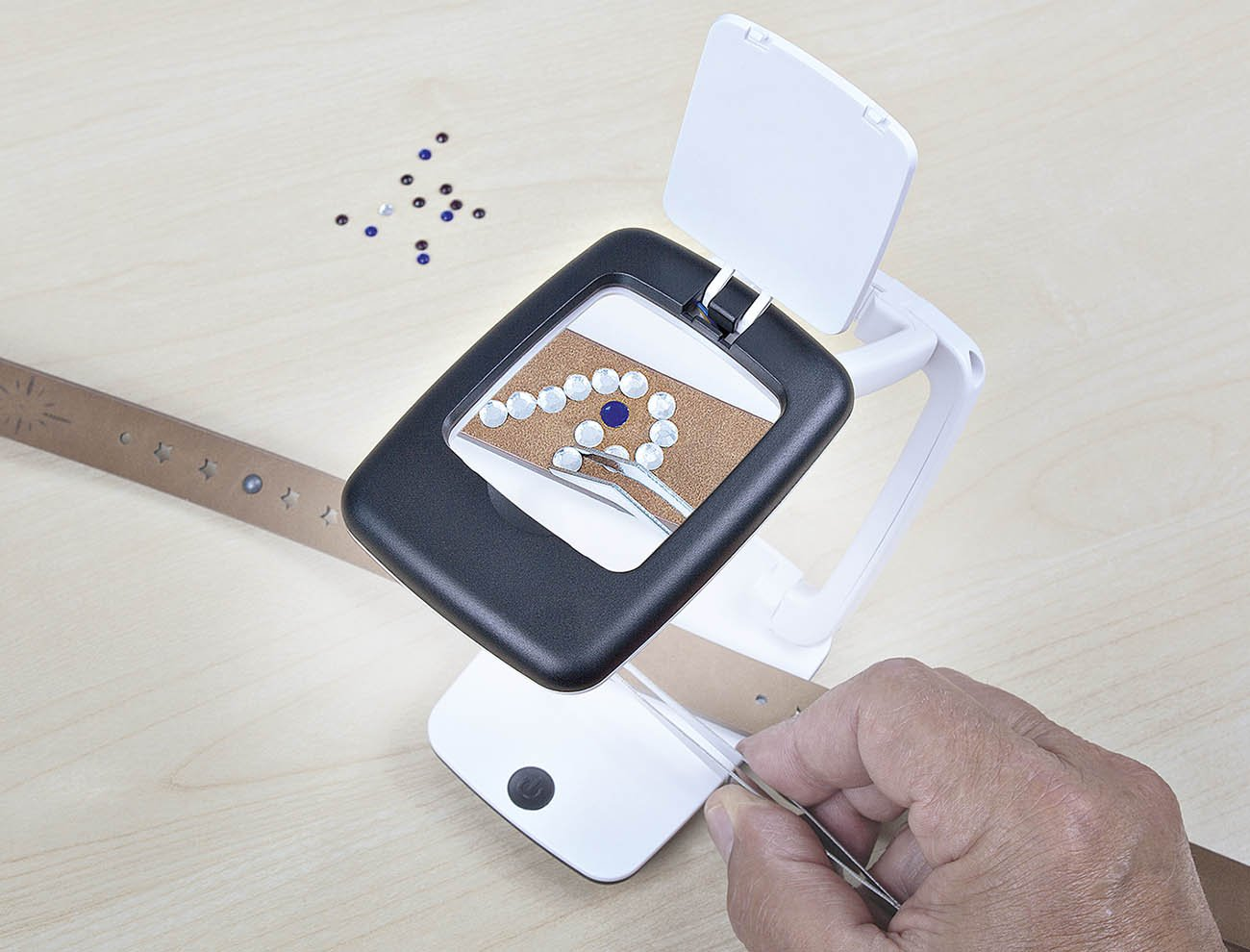 mit LED-Licht und 3-facher Vergr/ö/ßerung, zusammenklappbar aufklappbare Linsenabdeckung schwarz Wedo 27175101 Tischlupe Pocket