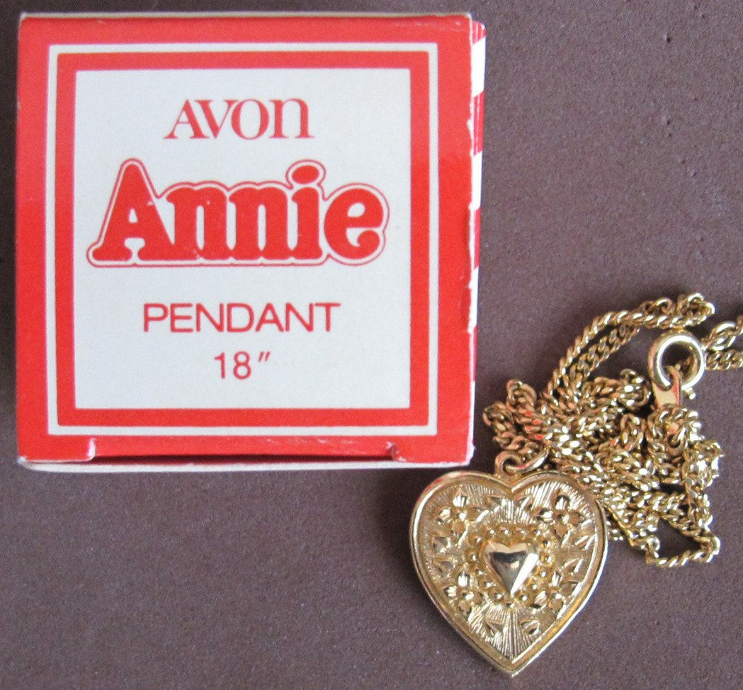 "AVON Little ORPHAN ANNIE HEART Shape PENDANT and CHAIN Necklace 18"" Long GOLD TONE (1982 Avon)"