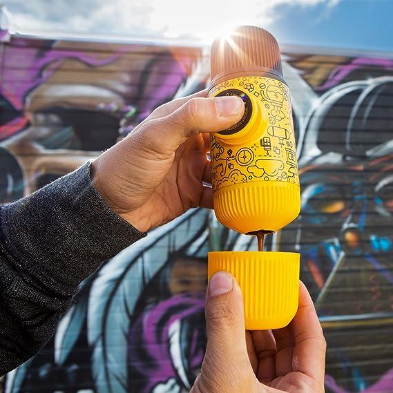 ... protectora Nanopresso, Amarillo Tattoo Patrol Edition, Edición de la Patrulla Amarilla, cafetera de viaje pequeña, operada manualmente: Amazon.es: Hogar