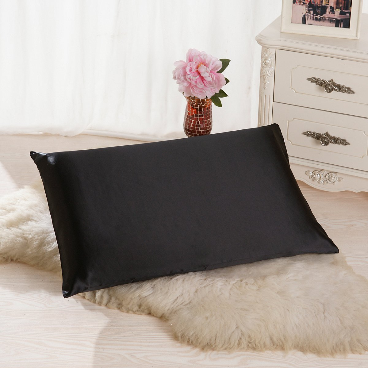 ALASKA BEAR 100% 19 Momme Mulberry Silk Pillowcase, 40x40 cm, Both Sides with Top Quality Silk, 600 Thread Count, Hypoallergenic Pillow Shams Cover for Skin Health with Hidden Zipper (1pc, White)