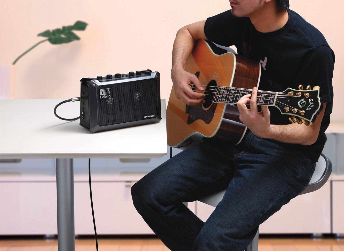 Roland Estéreo con alimentación por batería móvil Cubo Amplificador combinado de guitarra: Amazon.es: Instrumentos musicales