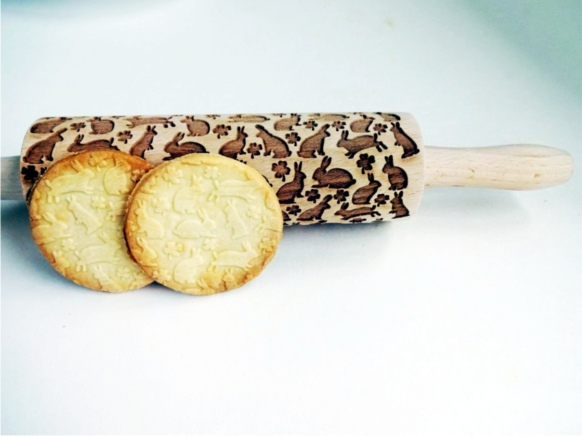 BUNNY Embossing Rolling Pin. Engraved rolling pin with Easter rabbits for embossed cookies. Easter bunnies and eggs. Hop. Clover. Easter decor