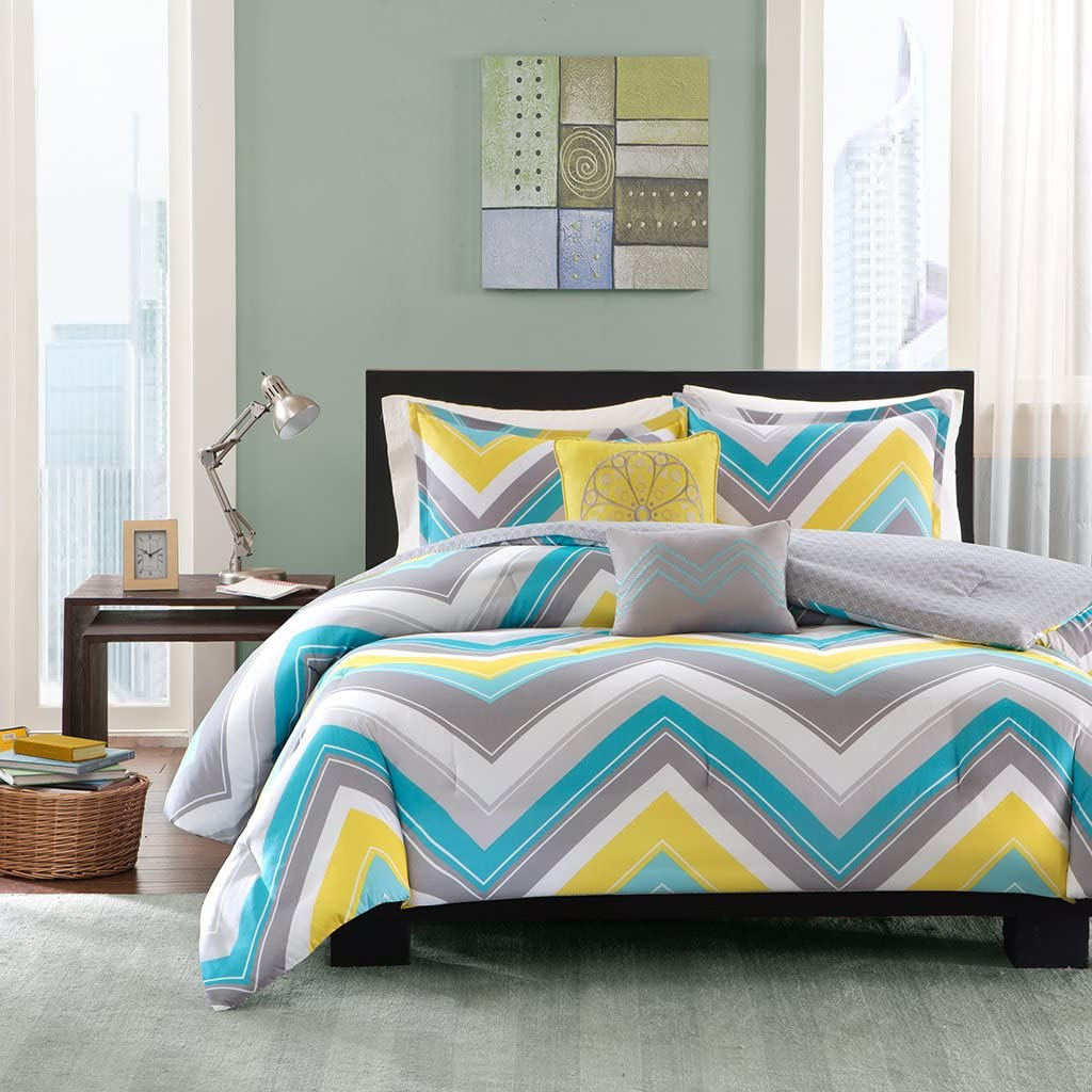 Intelligent Design Elise Comforter Set Twin/Twin XL Bedding Sets - Blue, Yellow, Grey, Cheveron – 4 Piece Teen Bed Set – Peach Skin Fabric Bed Comforter