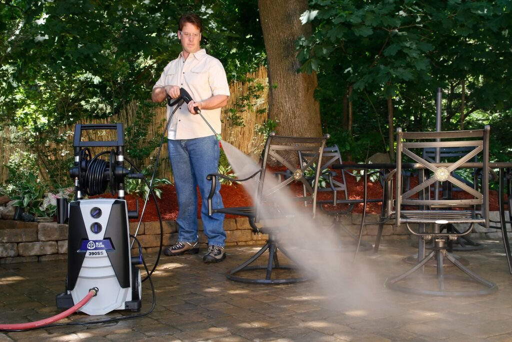 AR Blue Clean AR390SS 2000 psi Electric Pressure Washer with Spray Gun, Wand, 30' Hose & 35' Power Cord, Blue by Annovi Reverberi (Image #4)