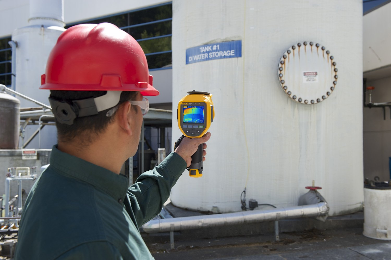 Fluke FLK-TI300 60HZ Industrial Thermal Infrared Camera with LaserSharp Auto Focus, IR-Fusion AutoBlend, Fluke Connect Wireless, 240x180 Resolution