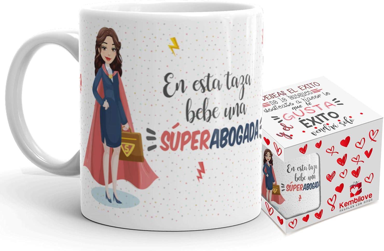 Kembilove Taza de Café Abogada – En esta taza bebe un Súper Abogada – Taza de Desayuno para la Oficina – Taza de Café y Té para Profesionales – Taza de Cerámica Impresa – Tazas de 350 ml para Abogadas