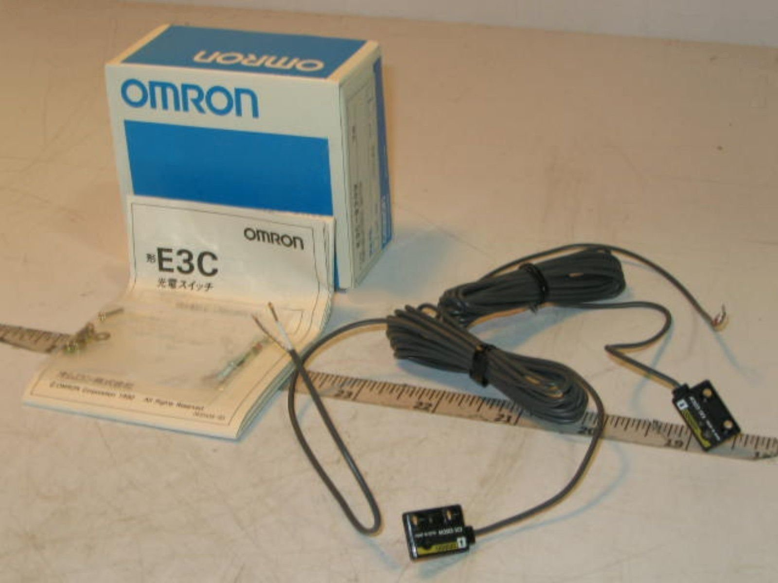 OMRON E3C-S20W 2M Compact Head Amplifier-separated Photoelectric Sensor (Through-beam)(Slim type)(Sensing distance 200mm) NN