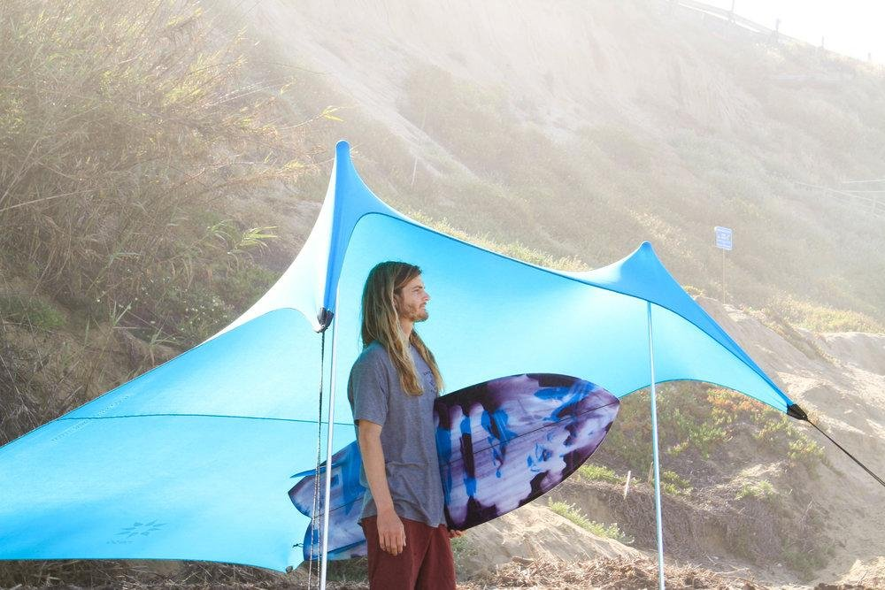 Grande tente de plage Neso Tents, 2,1 m (7 pi) de hauteur, 2,7 m (9 pi) x 2,7 m (9 pi), coins renforcés et poche réfrigérée