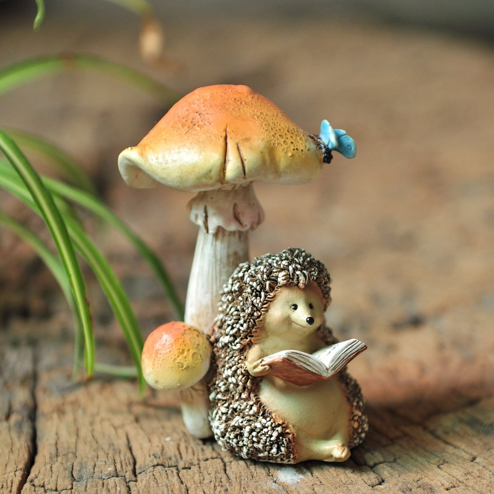Top Collection Miniature Fairy Garden and Terrarium Hedgehog Reading Book Under Mushroom Statue
