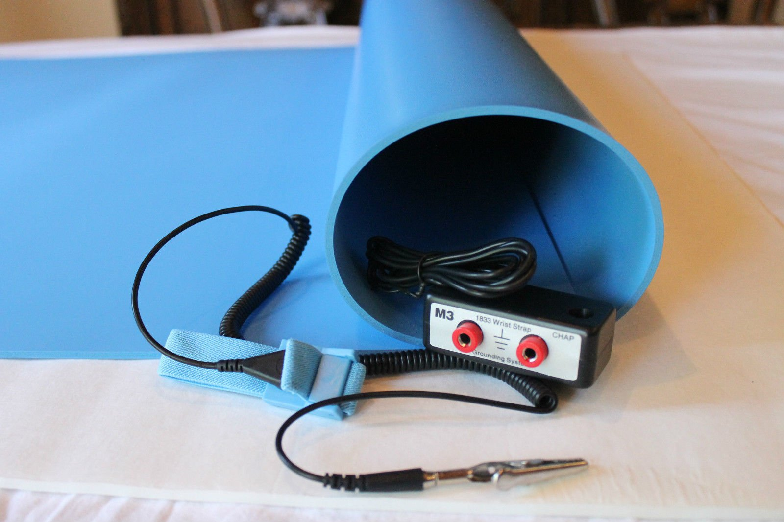 3 Layer ESD Anti Static Vinyl Mat Kit with Dual Bench Grounding/Wrist Strap (24'' x 48'') - Blue