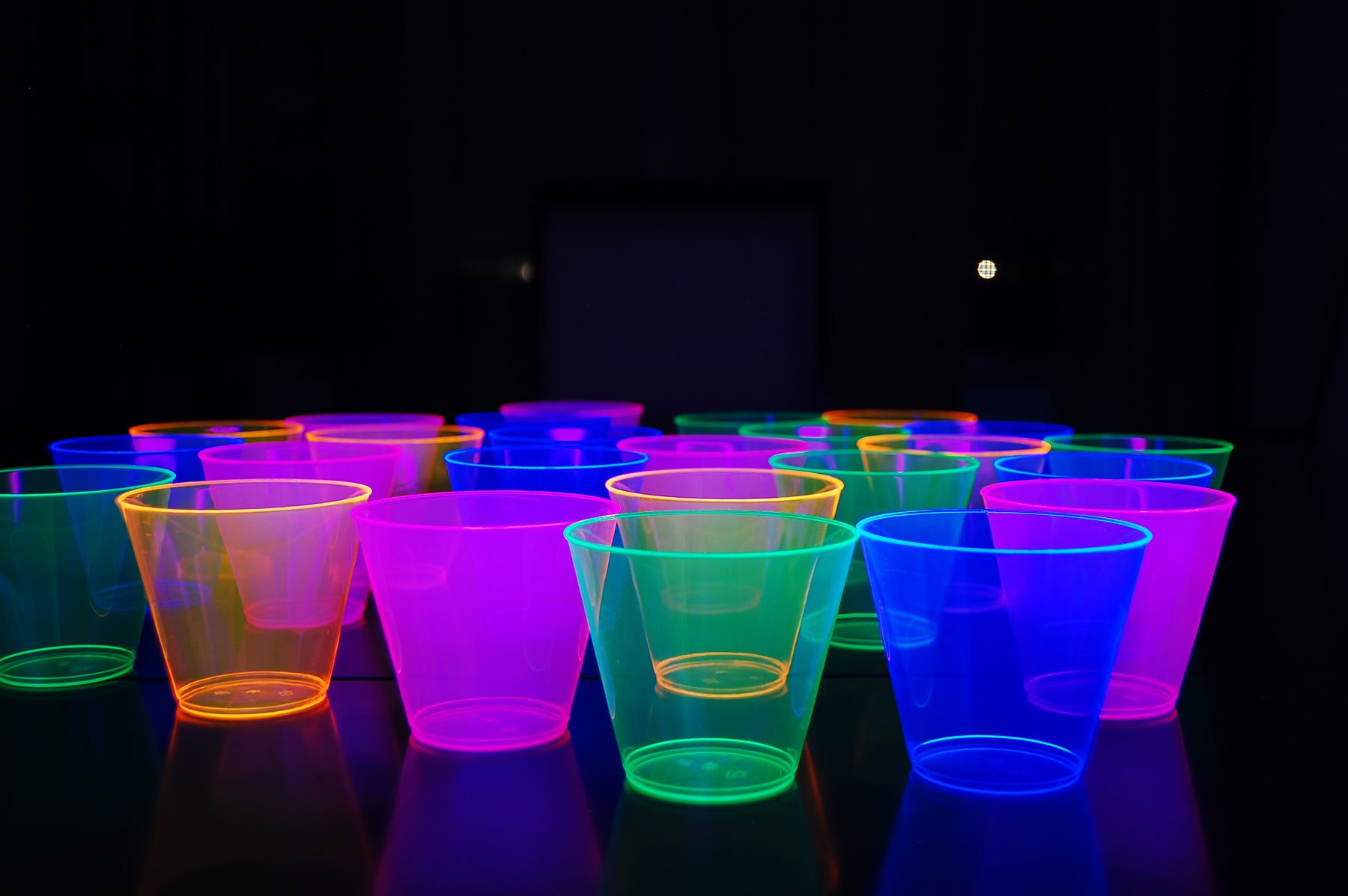 100ct Blacklight Reactive 9oz Party Cups with 5 Blacklight Balloons (Assorted)