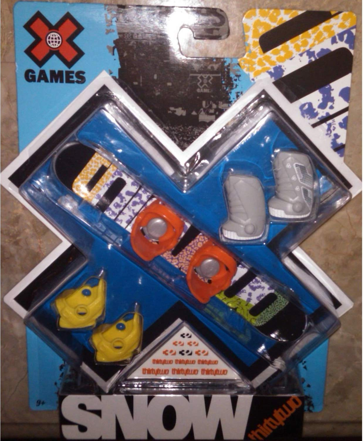 X Games Fingerboard Snowboard 32 Eighties Snowboard / TM-Two Boots by X Games