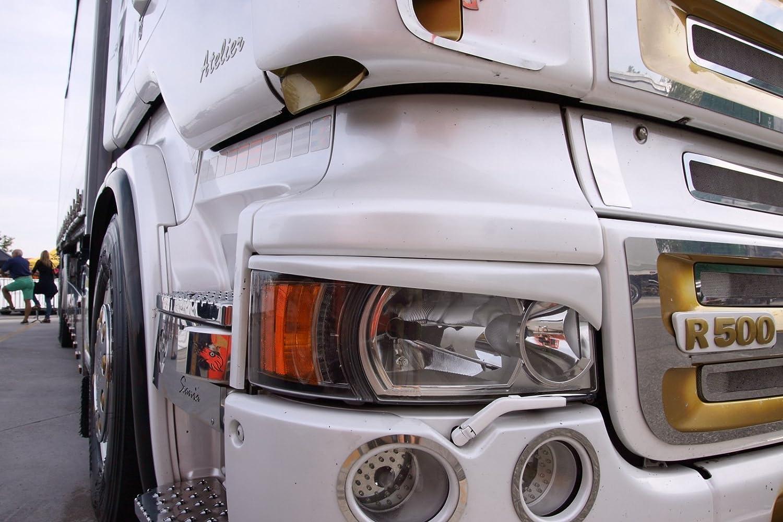 Amazon.es: Embellecedores de faros a modo de cejas para el camión Streamline de Scania