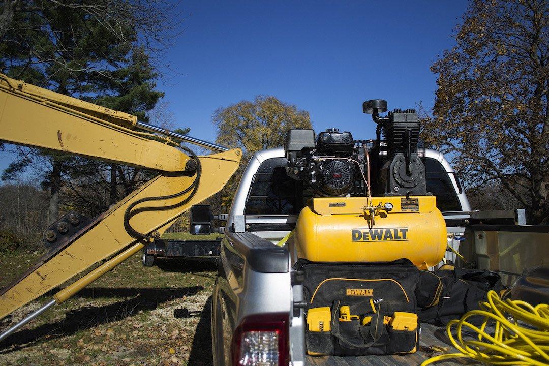 demonstration of Dewalt DXCMH1393075 in back of truck