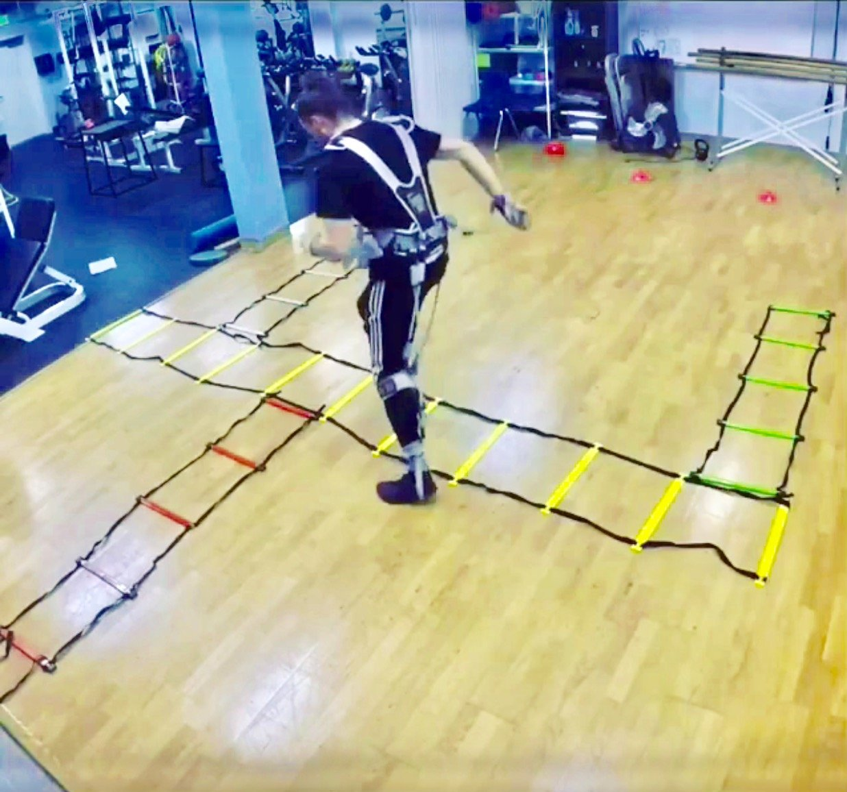 MASS Suit Speed Series by Juke Performance - Professional grade athletic speed training system - Full body resistance exercise equipment - Athletic sports system for football, basketball & Soccer. by MASS SUIT (Image #4)