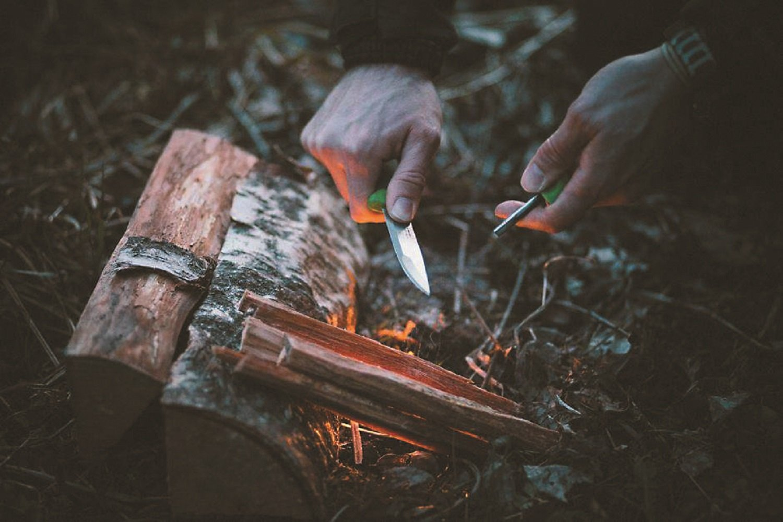Light My Fire Swedish FireKnife Fixed Blade Knife with 9.5 cm (3.75 Inch) Sandvik Stainless Steel Blade and Swedish FireSteel Fire Starter, Orange by Light my Fire (Image #1)