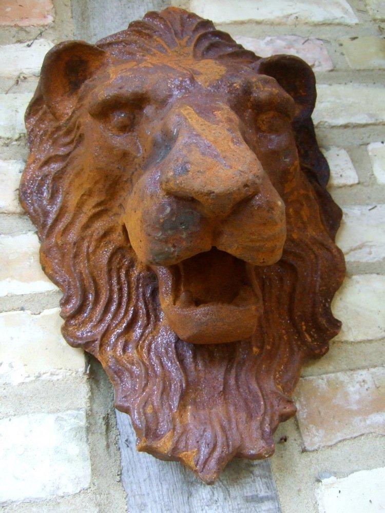 Antikas lion's head–an enormous lion as impressive wall decoration and gargoyle