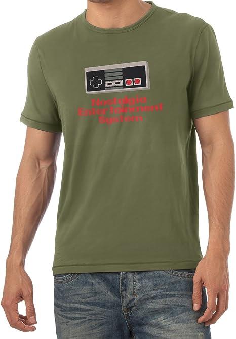 NERDO Nostalgia Entertaiment System Camiseta, Hombre, Verde Oliva, Medium: Amazon.es: Deportes y aire libre