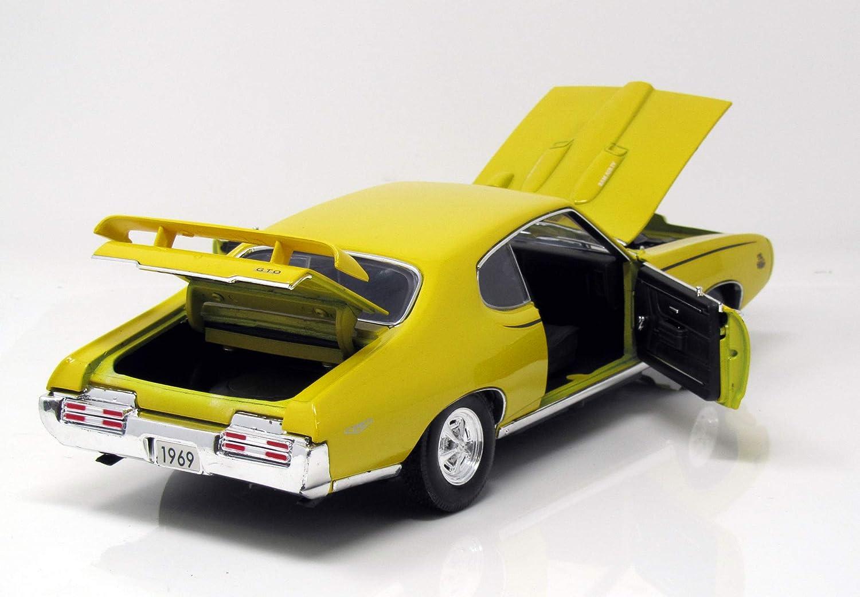 1969 Motormax 1:18 yellow Ready-made Pontiac GTO Judge Modellauto