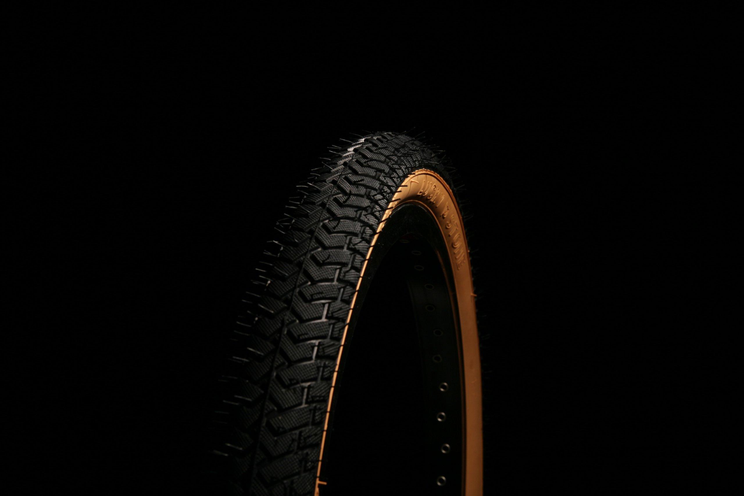 CURIO UK BLACK BLUE WALL BMX TYRE TIRE LS214 20 X 2.125 RAMP STREET THREAD