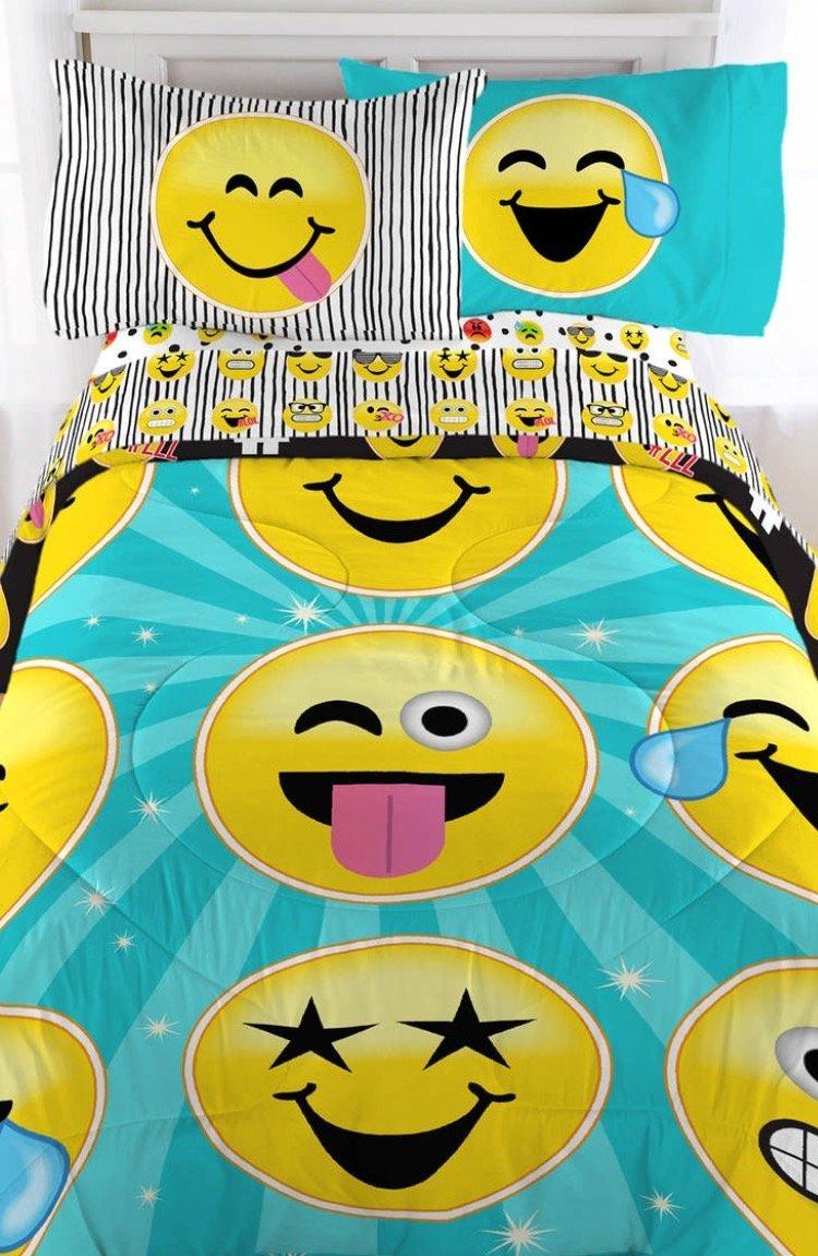 Emoji Complete 4 Piece Girls Bedding Set Twin Jay Franco /& Sons MZ25JB0