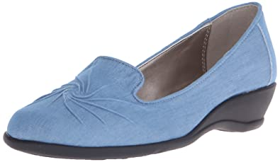 Soft Style by Hush Puppies Women's Rory Flat, Light Blue Chambray, ...