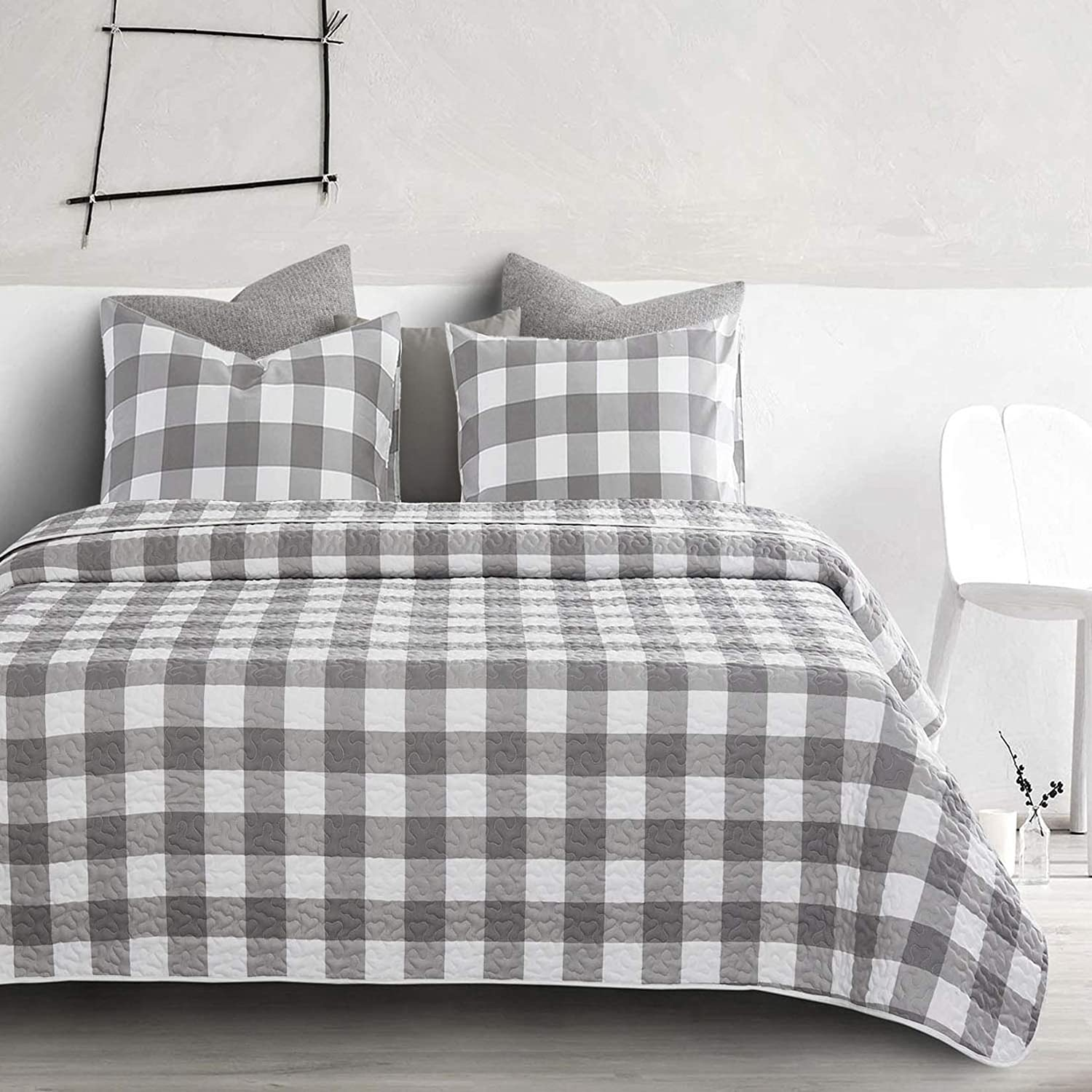 Wake In Cloud - Gray Plaid Quilt Set, Buffalo Check Gingham Geometric Checker Pattern Printed in Grey White, Soft Microfiber Bedspread Coverlet Bedding (3pcs, King Size