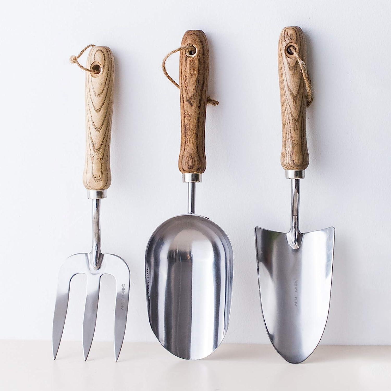Garden Tool Set,Stainless Steel Hand Shovel with Wood Handle,Potting Trowel, Garden Fork,Scoop,Small Spade Garden Tool for Planting,Soil loosening, transplanting,Digging,Weeding,Fertilizer Mixing 3Pcs