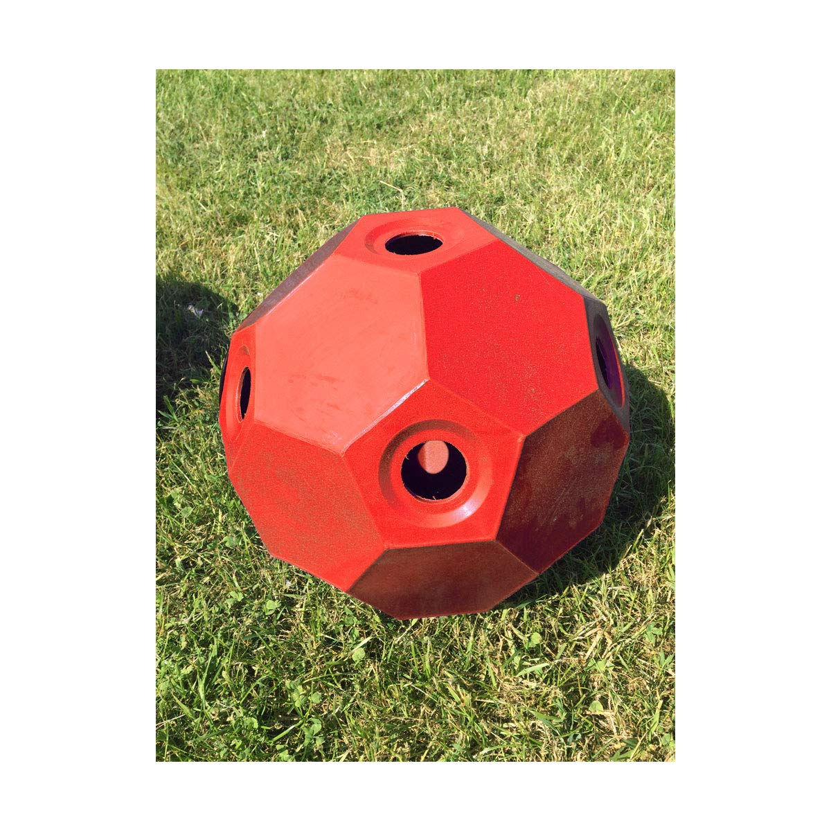 Red One Size Parallax Small Holed Hay Play