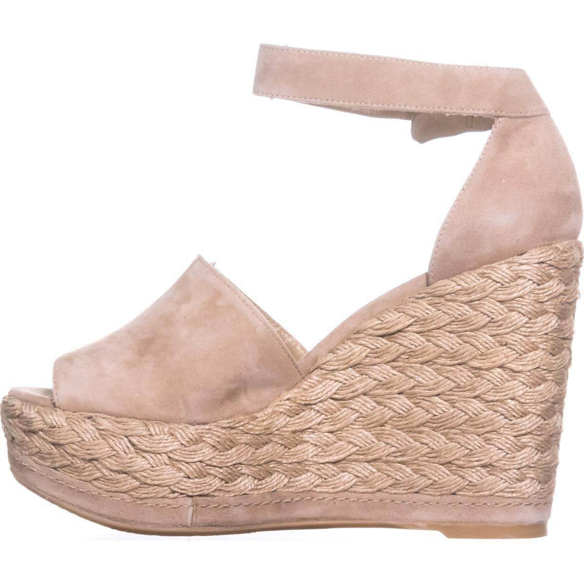 46878499e7e Amazon.com  Stuart Weitzman Sohojute Ankle Strap Platform Sandal in Mojave   Shoes