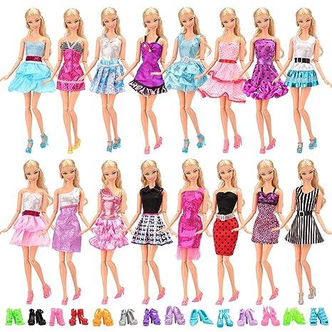 pretty nice 9c7de de61e Miunana 22 Pezzi = 12 PCS Abiti Vestiti alla Moda Fashion + 10 PCS Scarpe  Selezionati A Caso per Barbie Dolls Principessa Bambola Regalo di  Compleanno ...