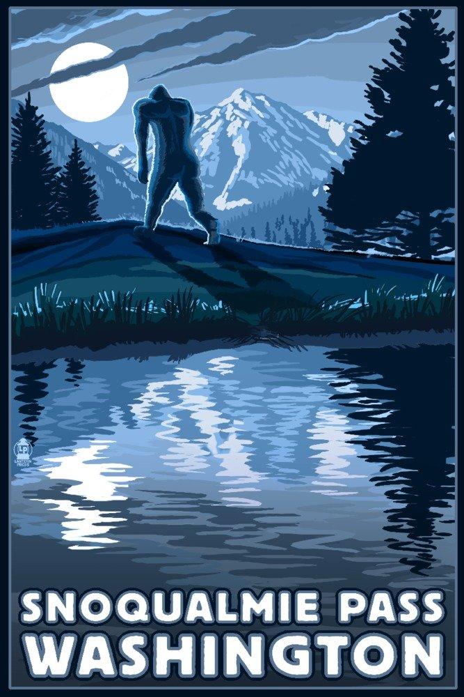 Snoqualmie Pass、ワシントン – Bigfoot And Mountain 36 x 54 Giclee Print LANT-56438-36x54 B017E9XX30  36 x 54 Giclee Print
