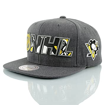 huge discount ca2ab c0a56 Mitchell   Ness Pittsburgh Penguins Insider Reflective Snapback NHL Cap   Amazon.co.uk  Sports   Outdoors