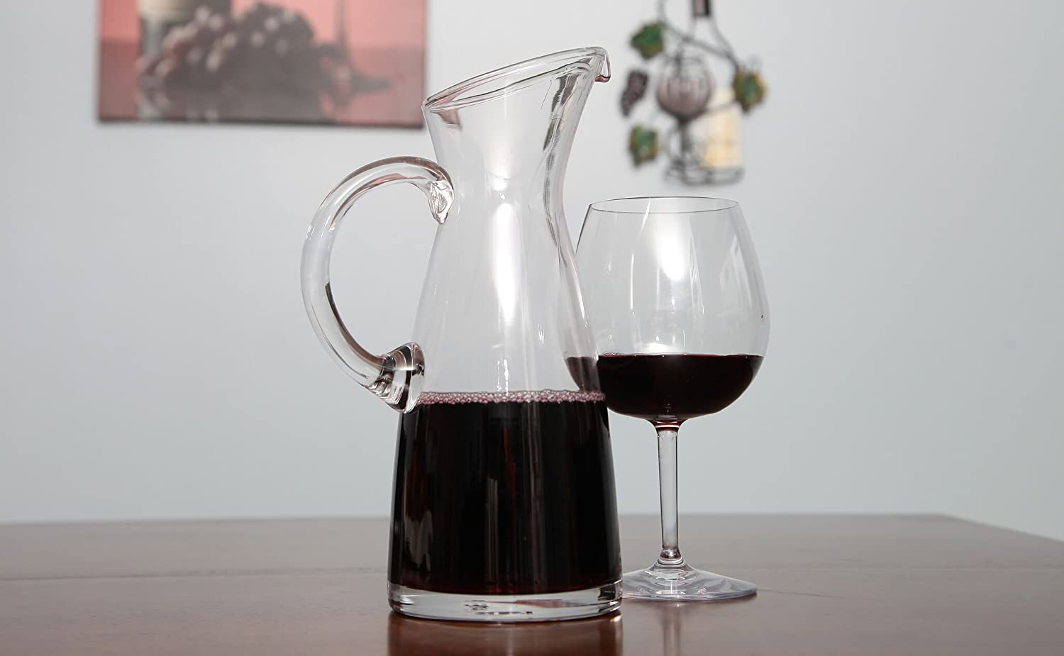Lily/'s Home SW1030 Lilys Home Glass Water and Wine Carafe Ideal as a Cold Beverage or Juice Decanter with Large Comfortable Handle and Spout Designed to Prevent Drips 10 1//2 Tall x 4 Wide Base