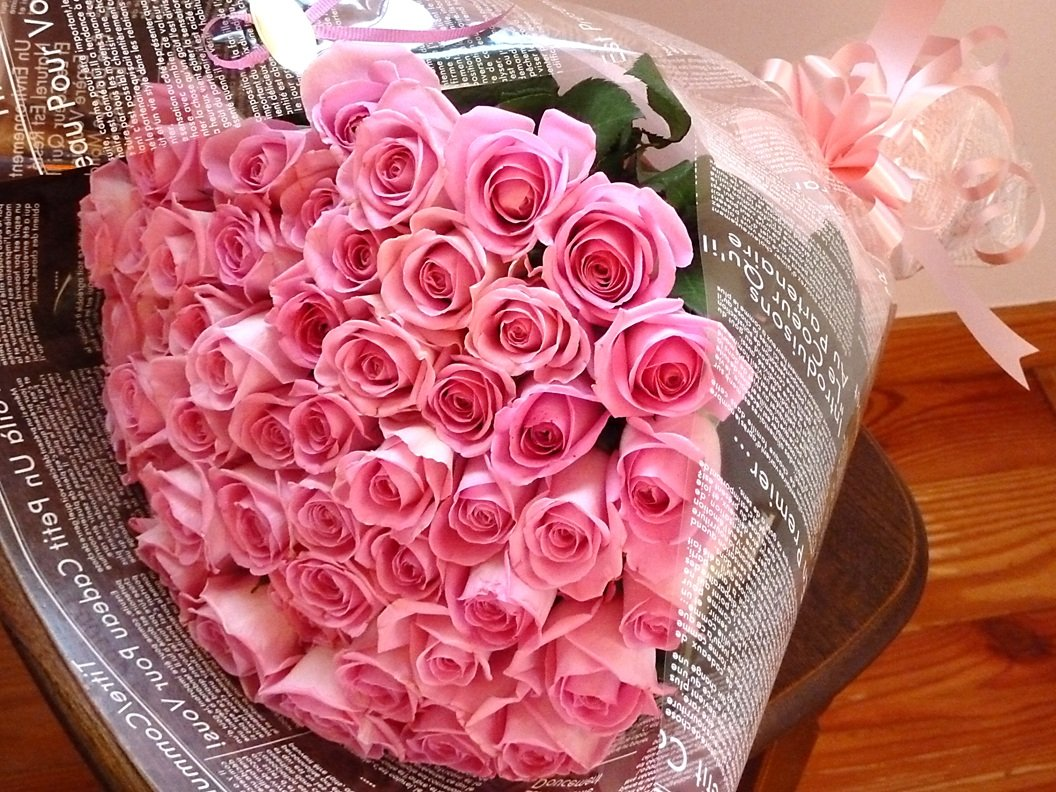 fleurcocoオリジナル【フラワーギフト】 女性に人気 ピンクバラ花束 50本 【お祝い 結婚記念日 誕生日プレゼント 記念日】 B0074BQYRG