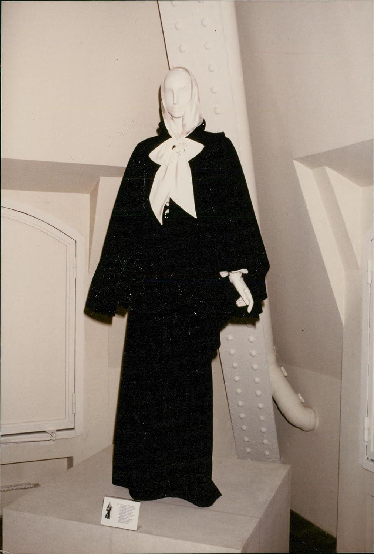 Amazon Com Vintage Photo Of Yves Saint Laurent French Fashion Designer Entertainment Collectibles