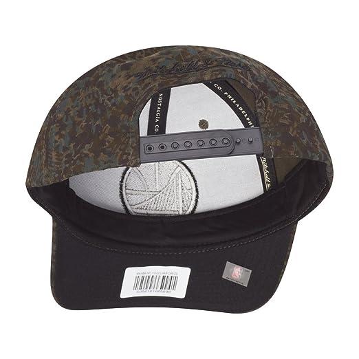 e7632a3066f Amazon.com   Mitchell   Ness Snapback Cap - CAMO Golden State Warriors    Sports   Outdoors