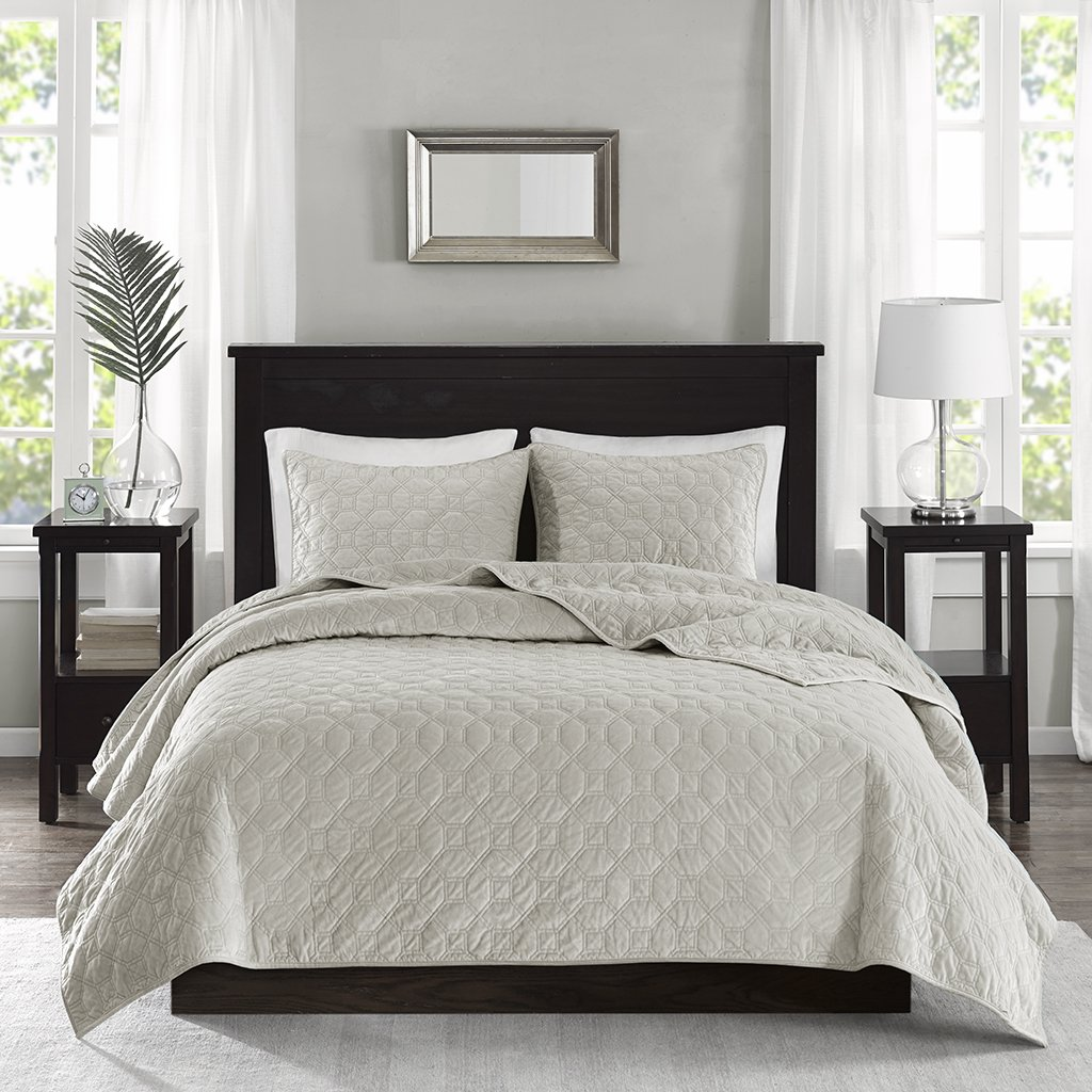 Madison Park Harper Velvet Full/Queen Size Quilt Bedding Set - Ivory, Geometric – 3 Piece Bedding Quilt Coverlets – Velvet with 90% Cotton Filling Bed Quilts Quilted Coverlet