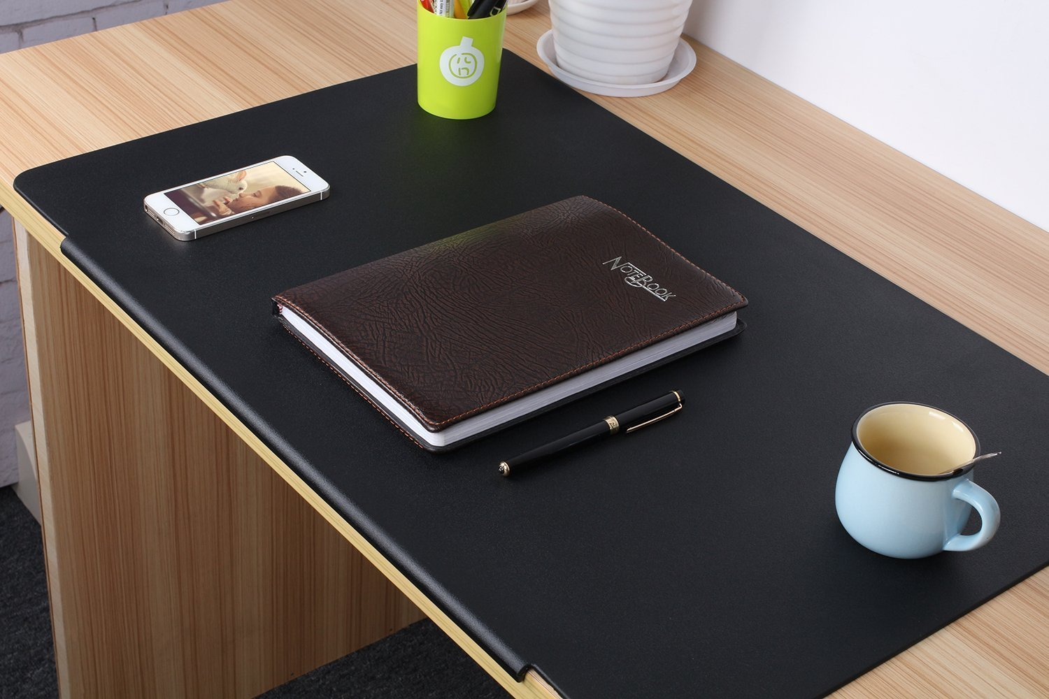 Leather Desk Mat with Covered Edge : HelpMeFind