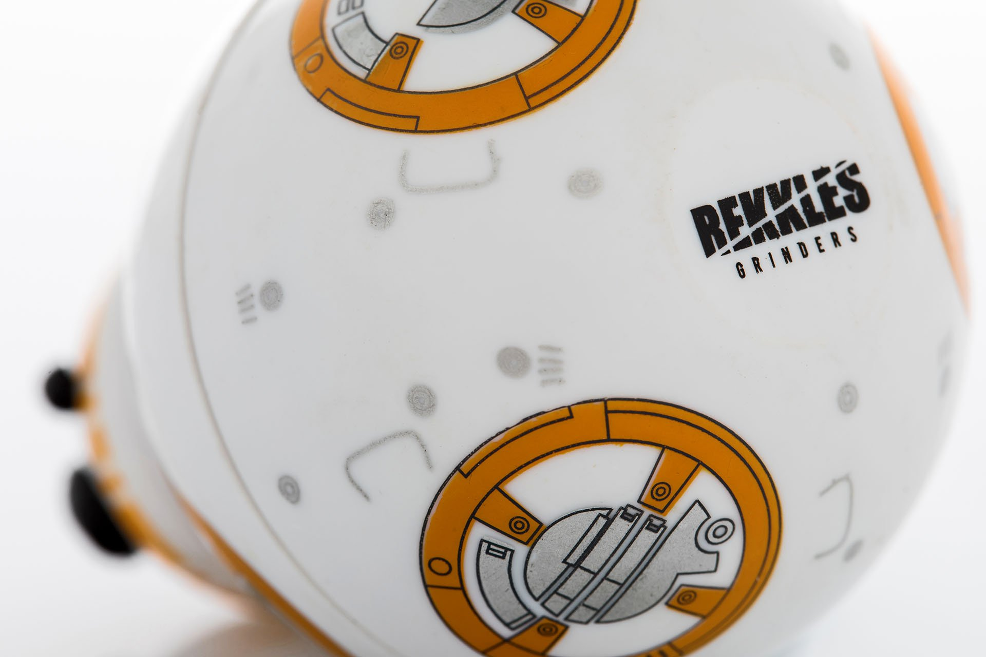 Star Wars Herb Grinder, BB-8 Droid Weed Grinder With Pollen Keef Catcher, Perfect Size 2\