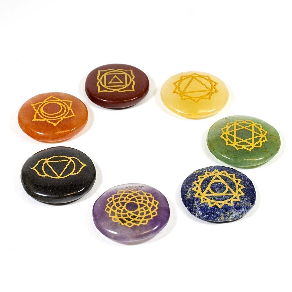 Kala Emporium pierres naturelles 7Chakra Lot de main gravé Chakra Symbole sur chaque Chakra Pierre Lot (Chakra rond Ensemble) KES0200