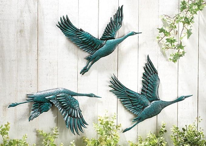 CT DISCOUNT STORE Bird in Flight Hand Painted Metal Wall Indoor and Outdoor Decor