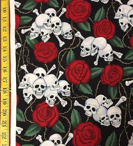 The Yard - Tela con diseño de calavera y rosas de Alexander Henry: Amazon.es: Juguetes y juegos