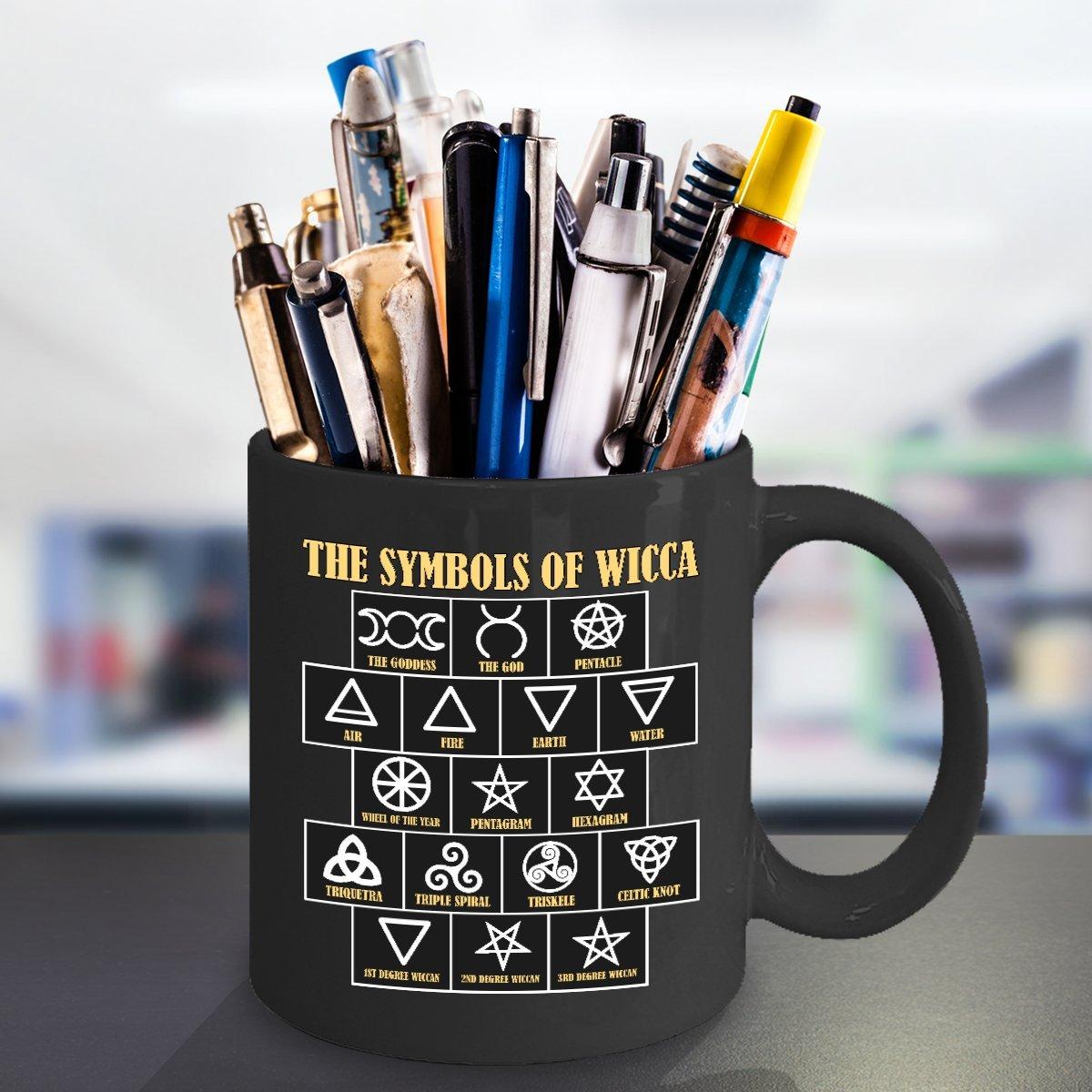 Amazon.com: La taza de bruja con los símbolos de los ...