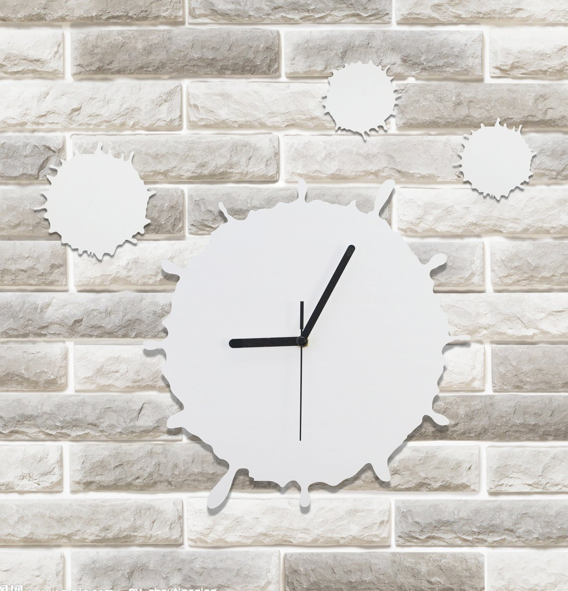 Modern Designed Battery Powered MDF Wall Clock Water Splashes