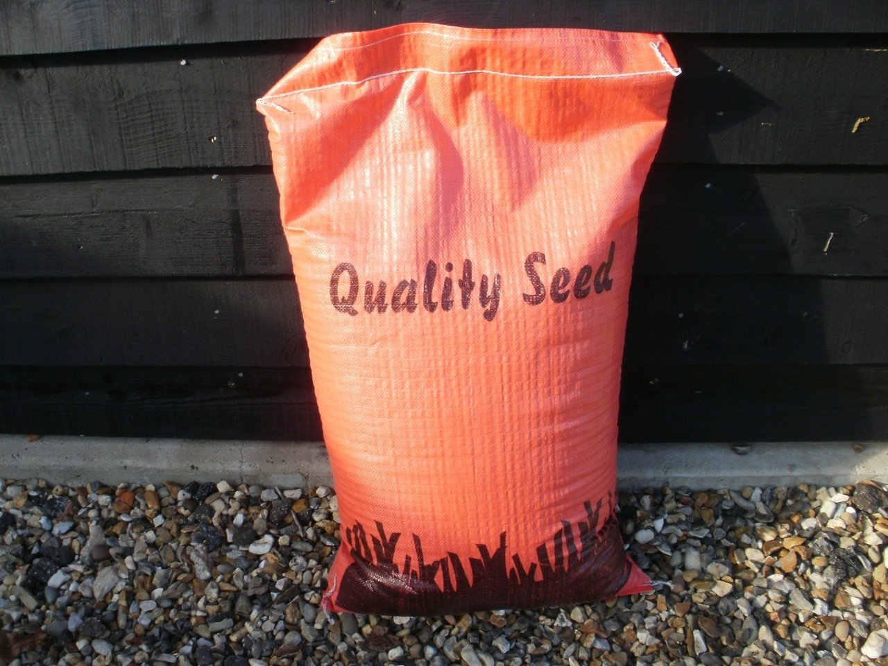 140sq m ideal for back lawns grass seed 5kg Sack of Multi-purpose lawn seed