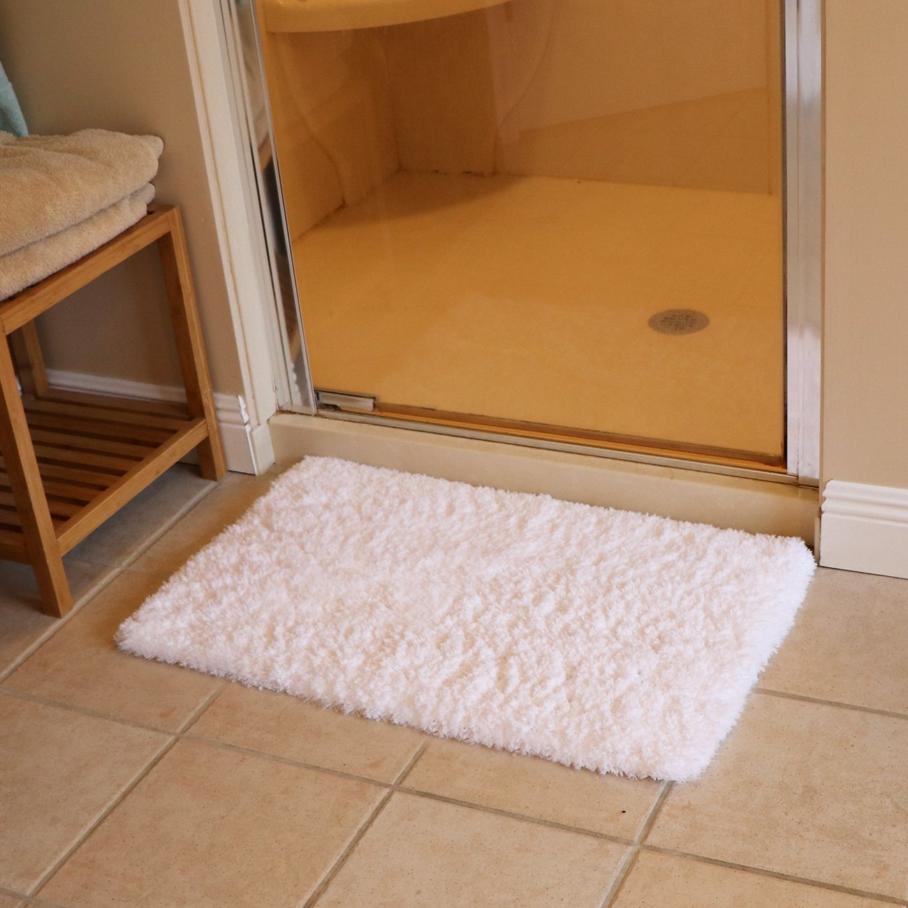 K MAT 20x32 Inch White Bath Mat Soft Shaggy Bathroom Rugs Non Slip Rubber