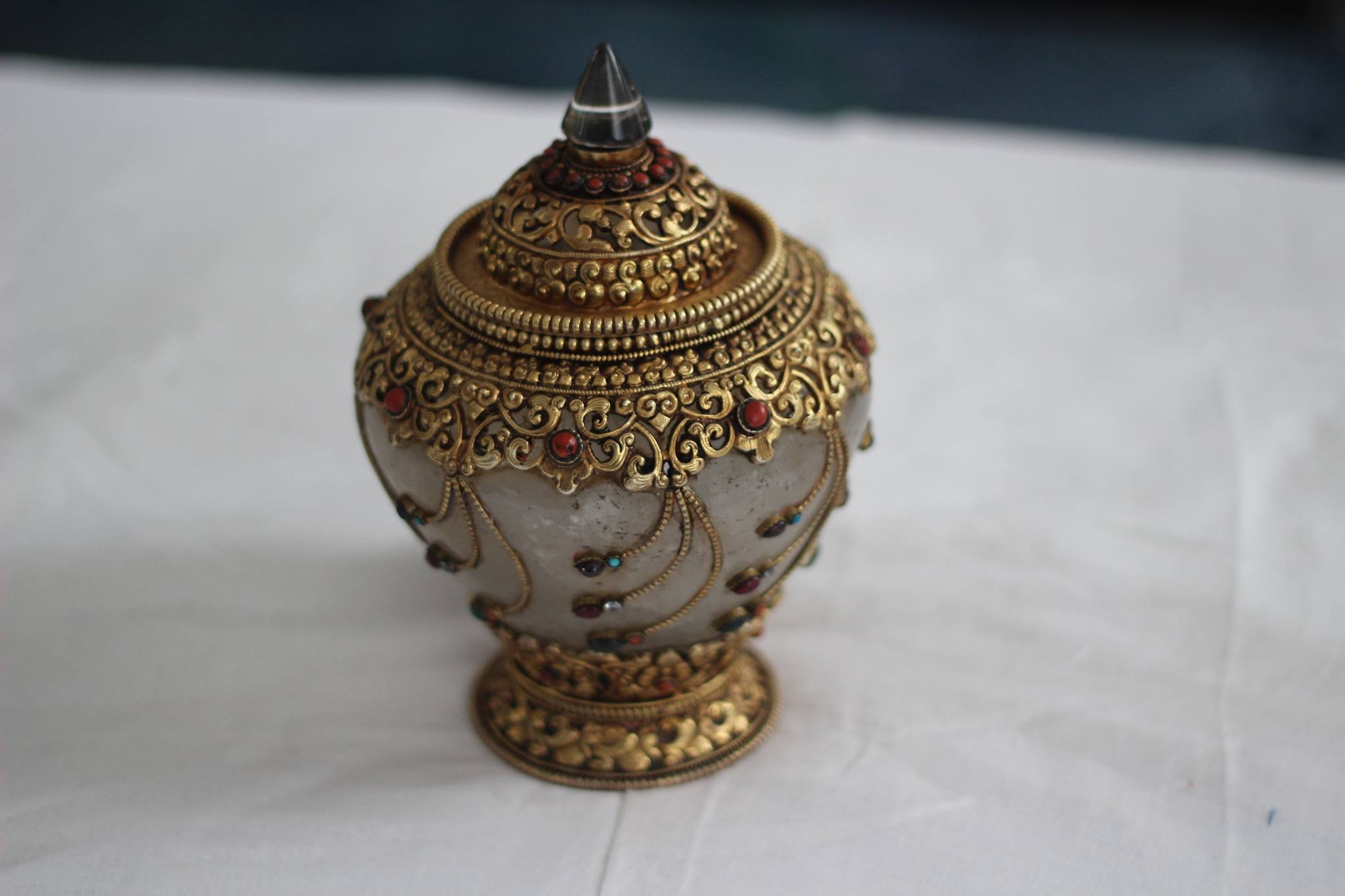 8'' Artistic handmade Tibetan rice bowl, Ritual Buddhist item Buddhist rice bowl is filled with rice.It is made up of Crystal ,carved with copper and gold plate.
