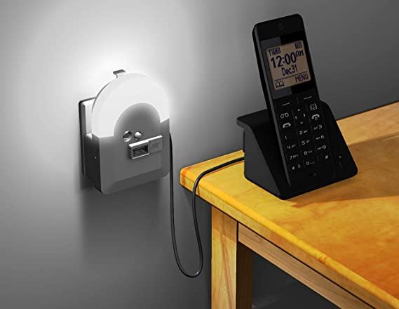 Amazon.com: Cargador y luz nocturna de emergencia con toma ...
